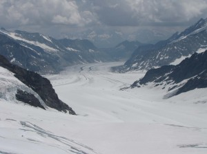 A river of ice, mountains on either side